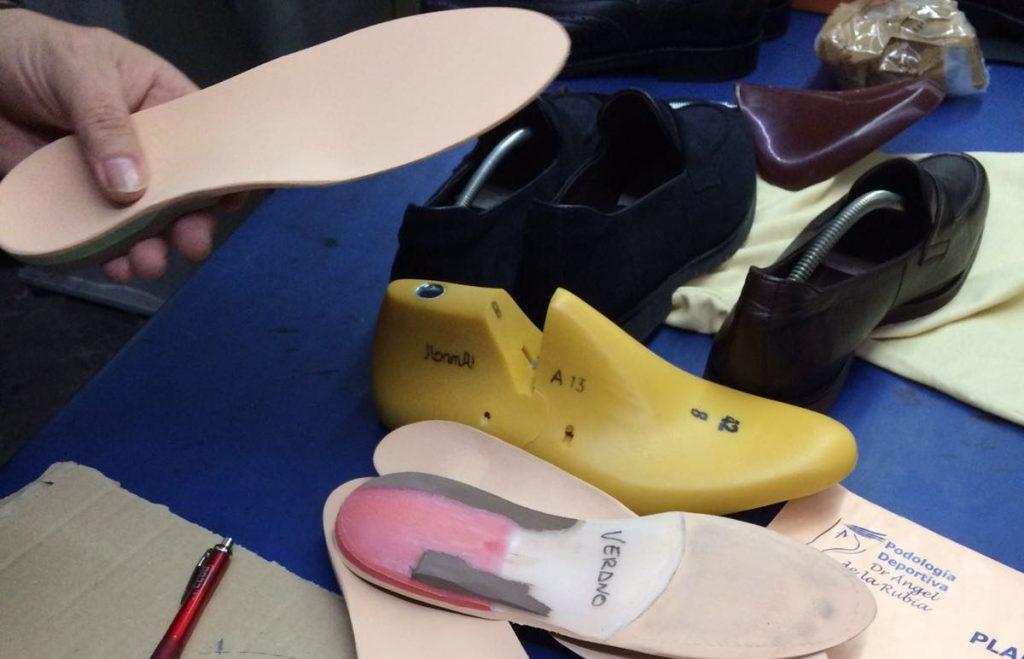 El podólogo del Rey Imagen de la elaboración de plantillas personalizadas en un zapato a medida