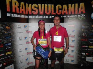 Eloina Perandones y hermano en el fotocall de la Transvulcania