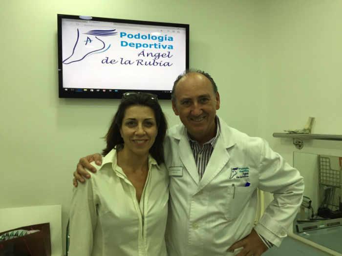 Alicia Borrachero actriz en la clínica podológica de Angel de la Rubia