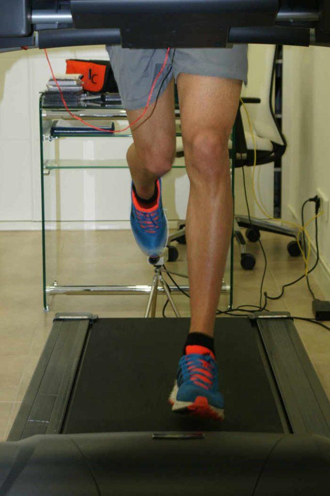 estudio biomecánico en podología angel de la rubia de la pisada para elaboración de plantillas de calzado que eviten lesiones deportivas
